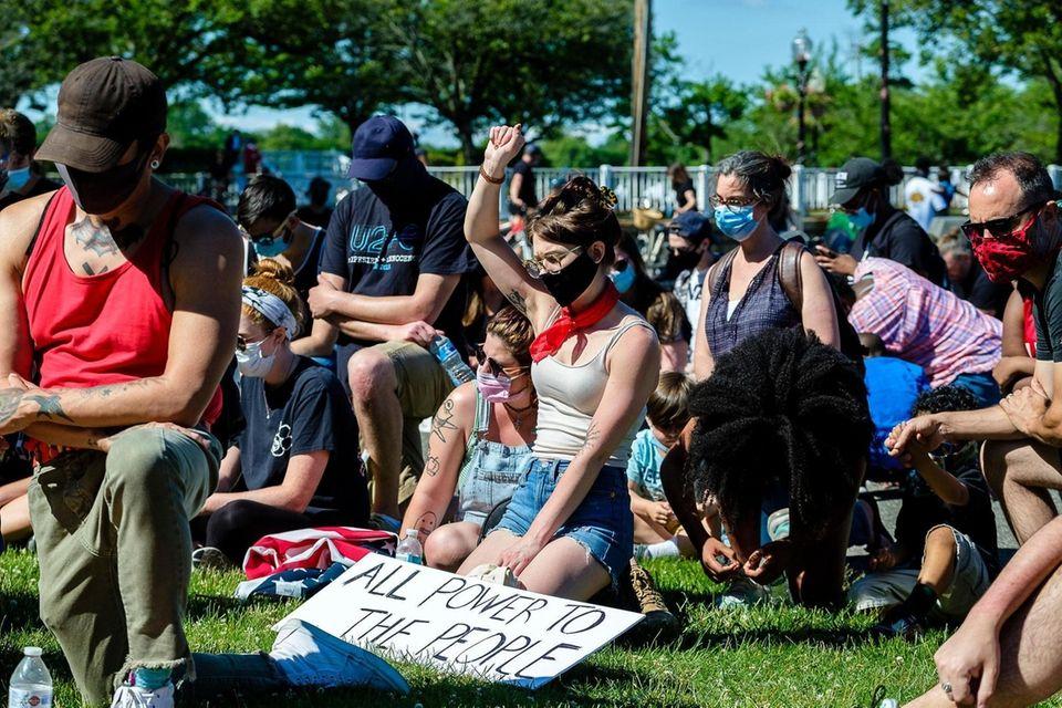 Demonstrators take a knee to observe 8 minutes