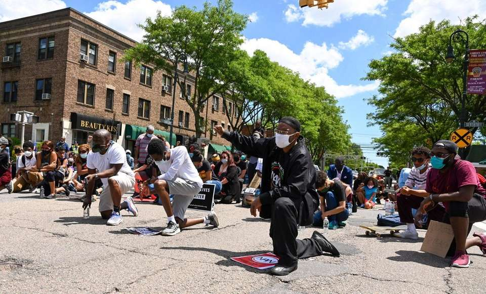 Protesters takes a knee on Franklin Avenue in