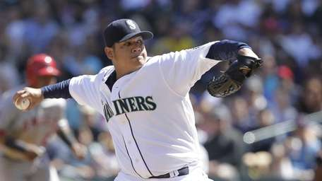 Seattle Mariners pitcher Felix Hernandez delivers a pitch