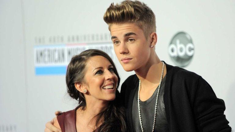 Justin Bieber and mom Pattie Mallette arrive at