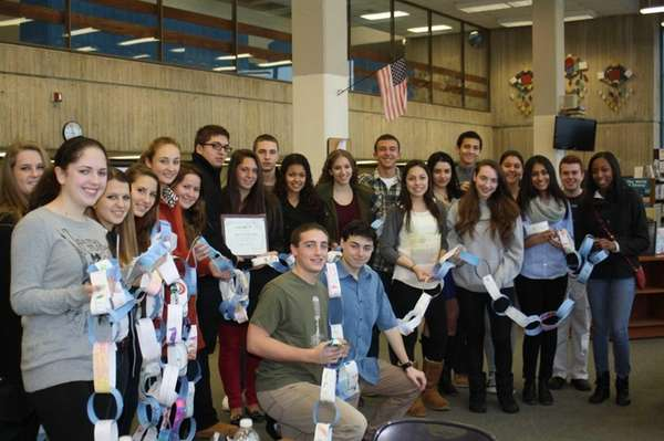 Glen Cove High School students present a chain