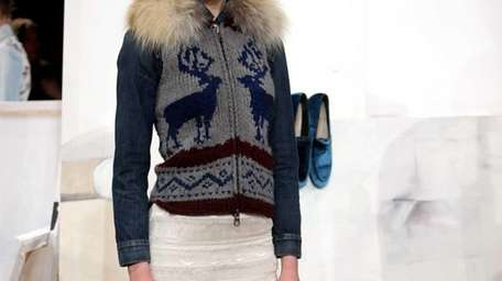 A deer-print knit vest with fox fur collar