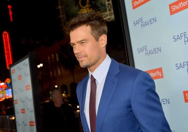 Josh Duhamel arrives at the premiere of Relativity