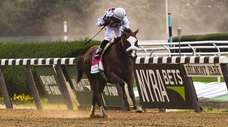 Tiz the Law, with Manuel Franco riding, wins
