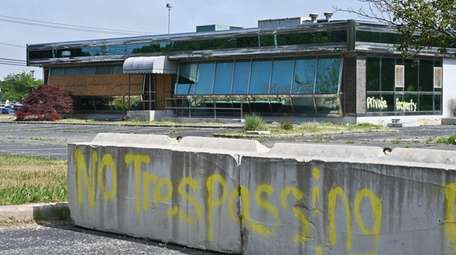 The abandoned Island Grill diner on Hospital Road