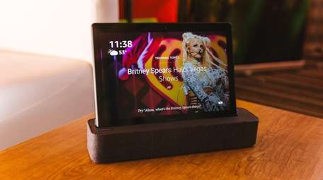 Lenovo Smart Tab P10 combines a tablet and