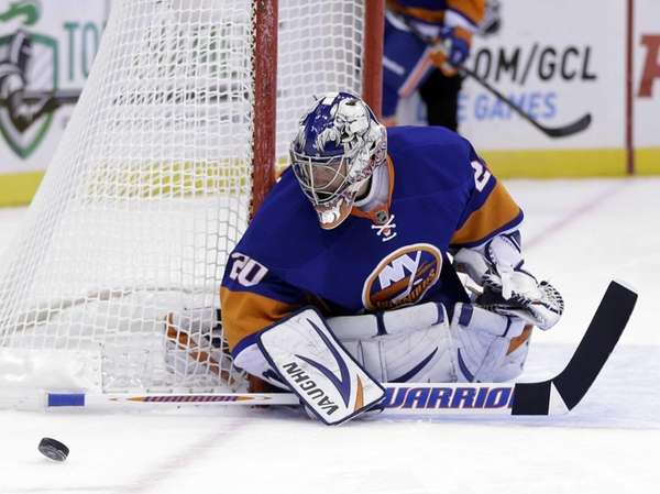 Islanders goalie Evgeni Nabokov keeps an eye on
