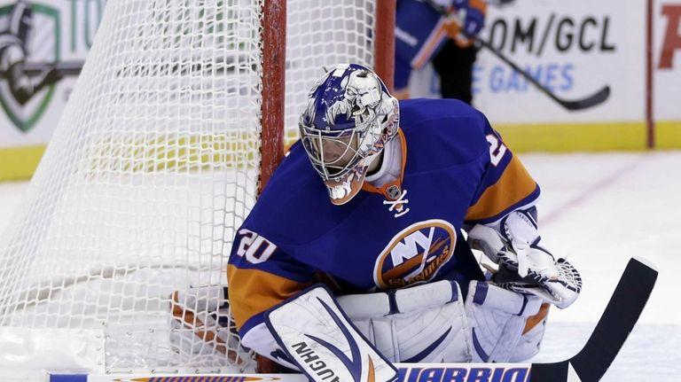 Islanders goalie Evgeni Nabokov keeps an eye on