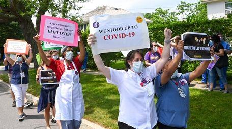 Nurses rally outside Stony Brook Southampton Hospital on