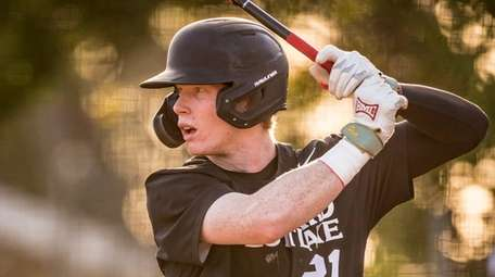 Harvard-Westlake Wolverines' Pete Crow-Armstrong (21) bats during a