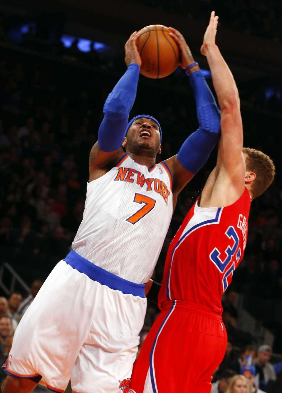 Carmelo Anthony puts up a shot against Blake