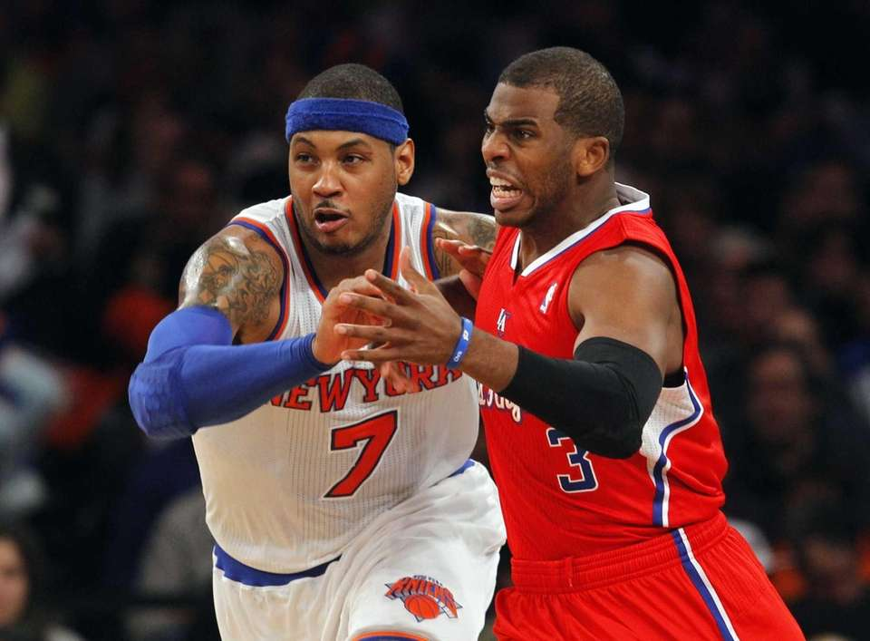 Carmelo Anthony battles against Los Angeles Clippers guard