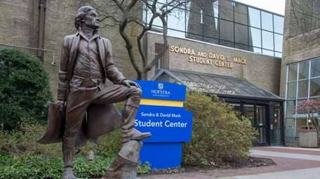 The statue of Thomas Jefferson on the Hofstra