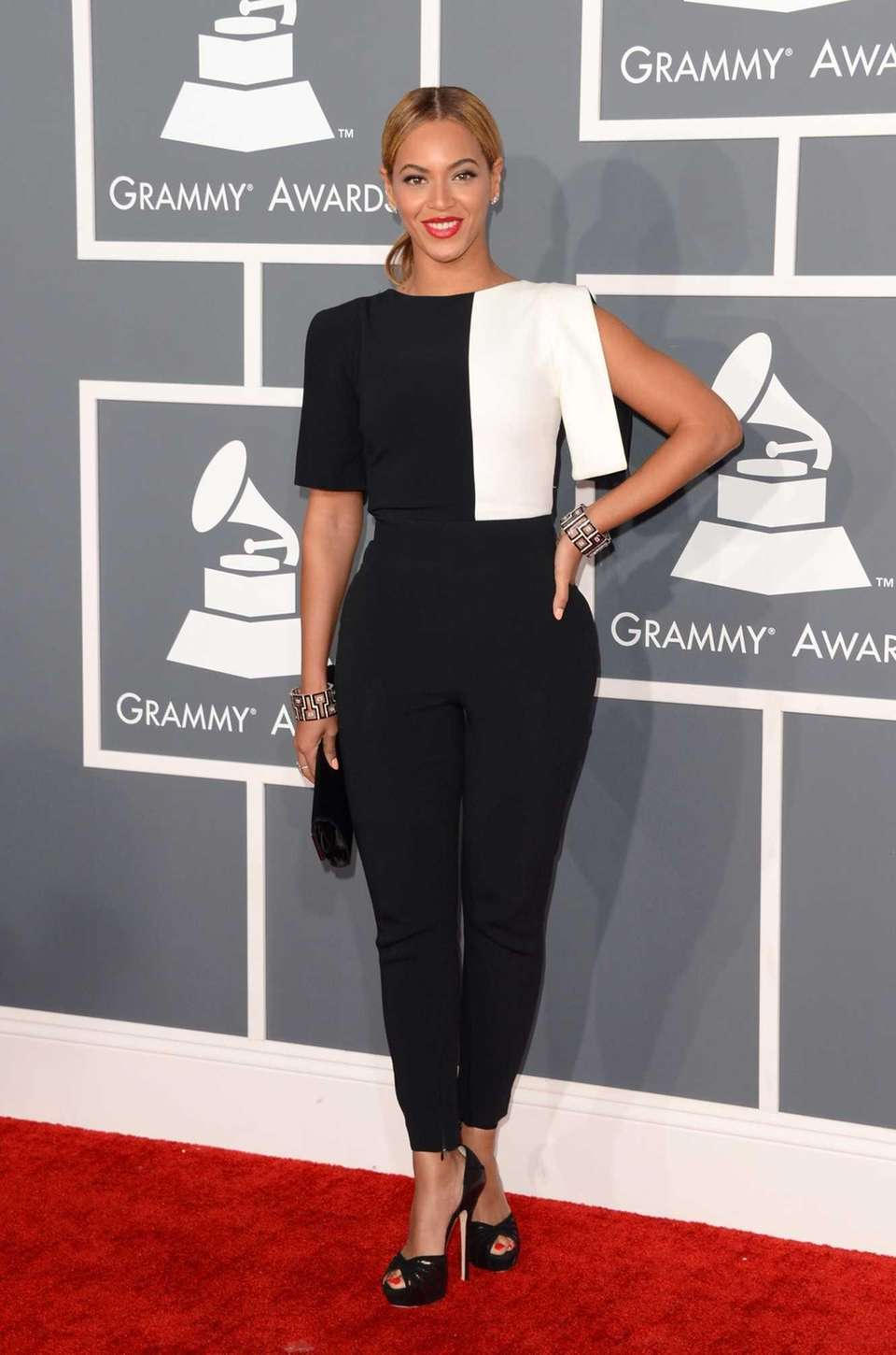 Beyoncé arrives at the 55th annual Grammy Awards