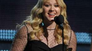 Kelly Clarkson accepts the award for Best Pop