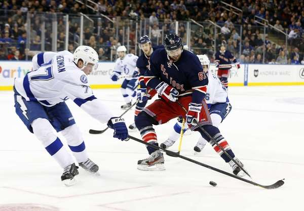 Rick Nash of the Rangers makes a move