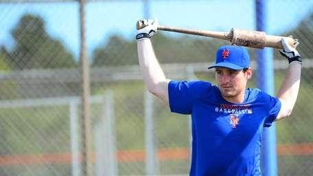 Mets infielder Daniel Murphy gets ready to take