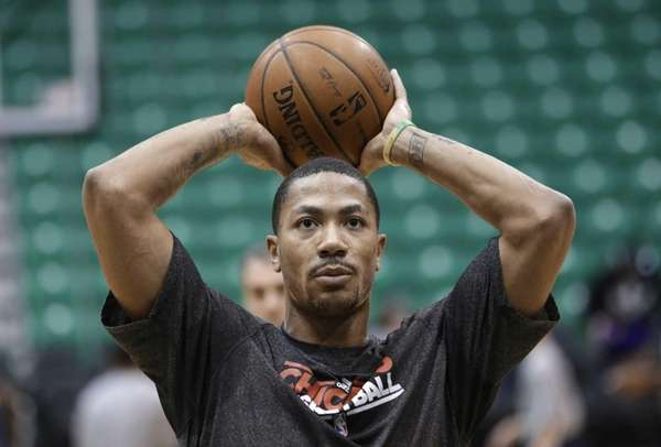 Chicago Bulls guard Derrick Rose works out before