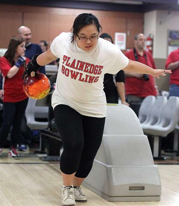 Plainedge's Meghan Wing practices prior to the Nassau