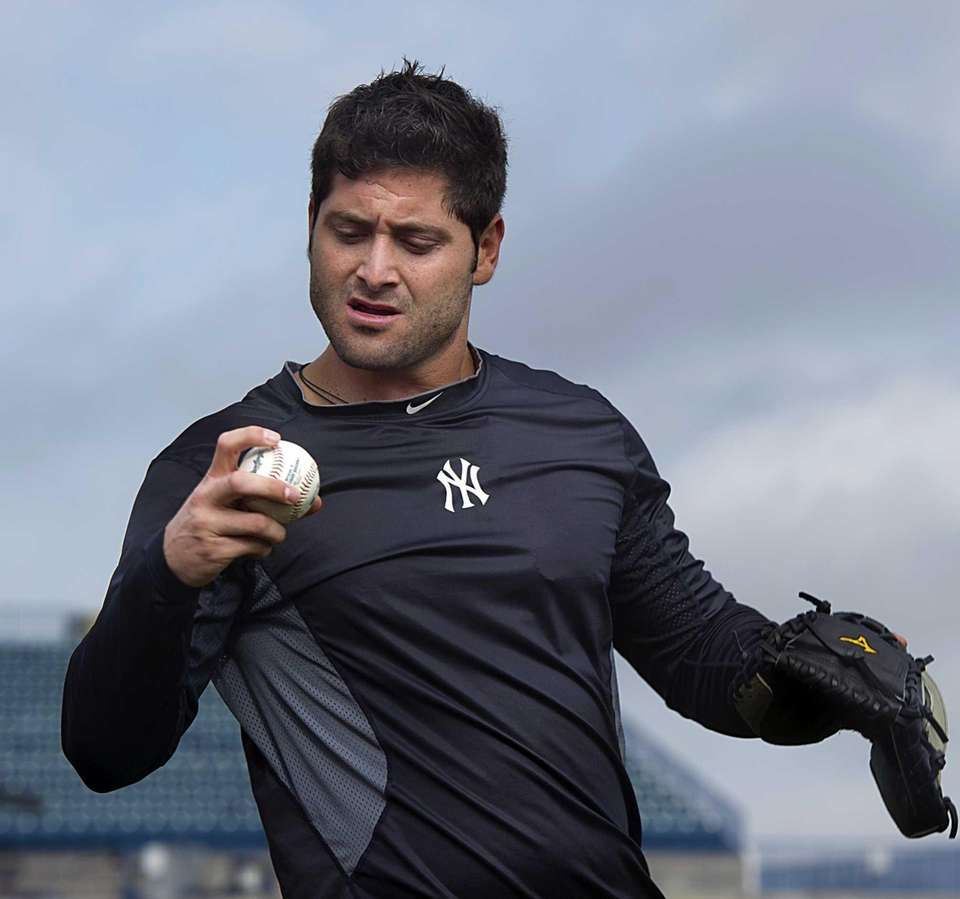 Yankees catcher Francisco Cervelli warms up his arm