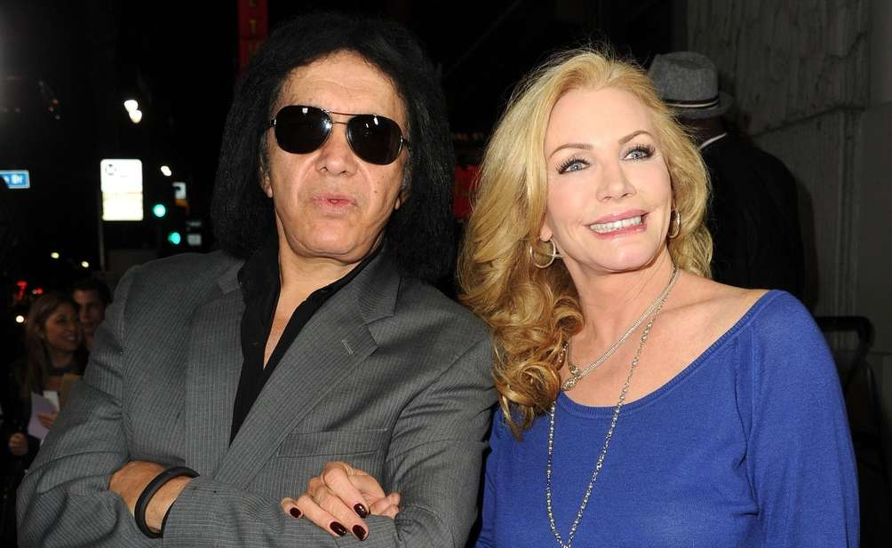 Gene Simmons and Shannon Tweed: The Kiss front
