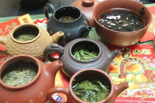 All kinds of tea at Sun's Organic Tea's