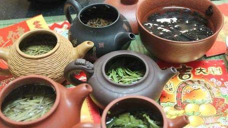 All kinds of tea at Sun's Organic Tea's