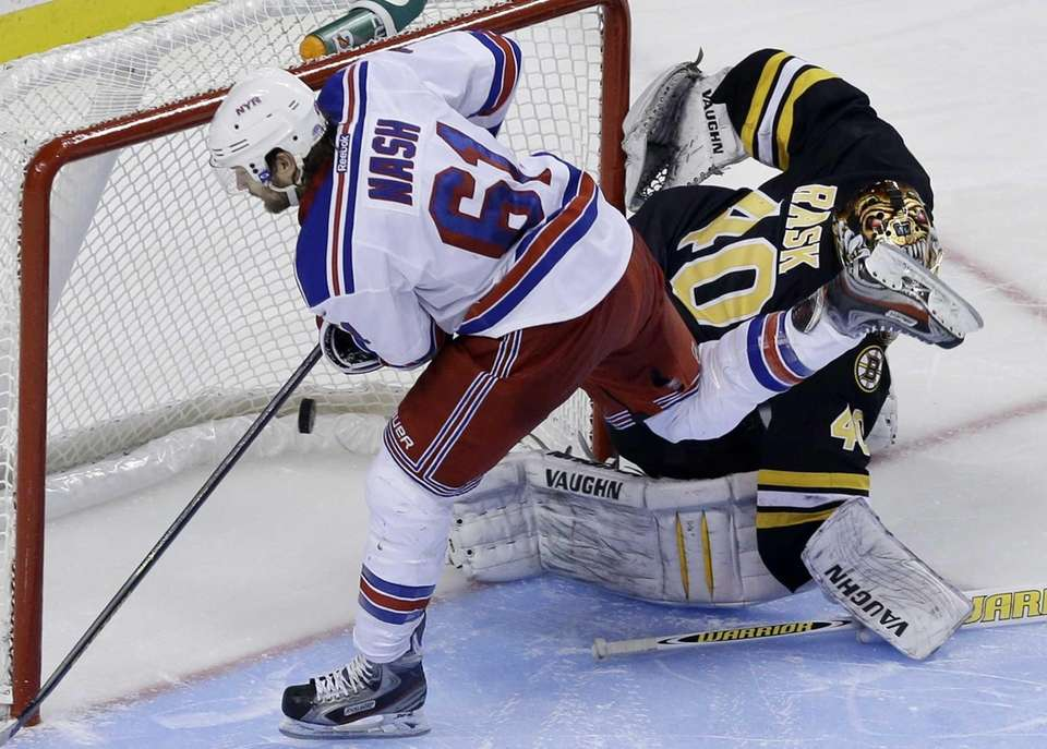 Rangers left wing Rick Nash scores past Boston