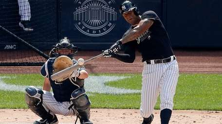 Aaron Hicks #31 of the Yankees bats during