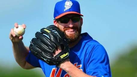 Bobby Parnell goes through pitching drills during a