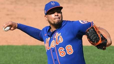 Mets relief pitcher Dellin Betances pitches in a