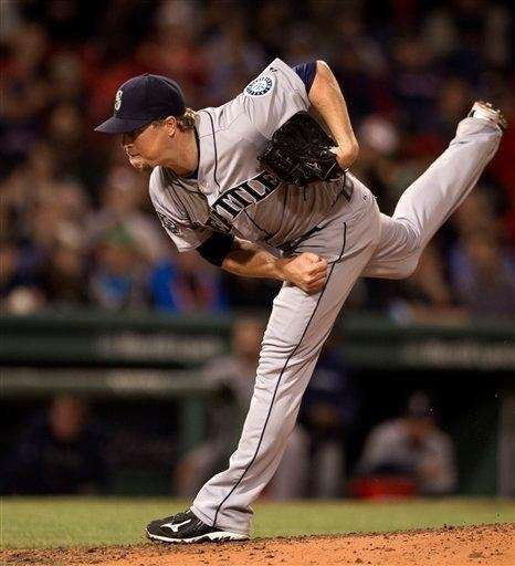 Seattle Mariners pitcher Shawn Kelley delivers a pitch
