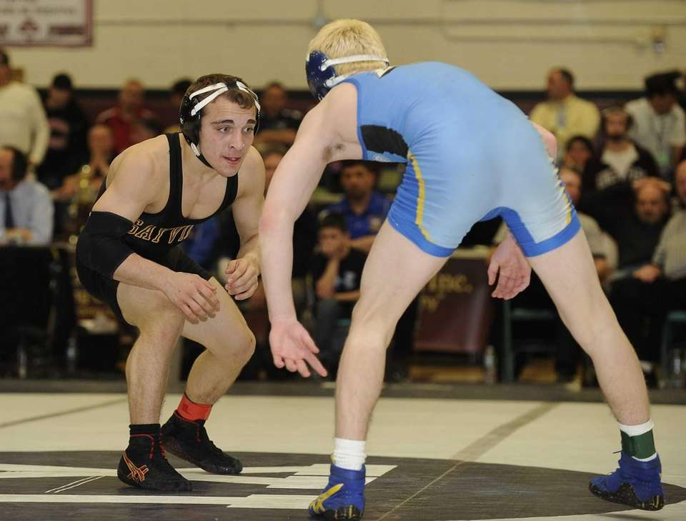 Sayville's Matt Leshinger, left, wrestles Hauppauge's Chris Mauriello