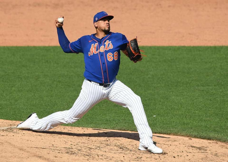 New York Mets relief pitcher Dellin Betances pitches