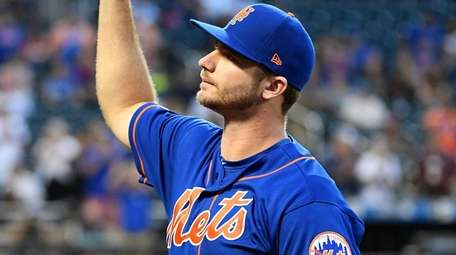 Mets first baseman Pete Alonso acknowledges fans as
