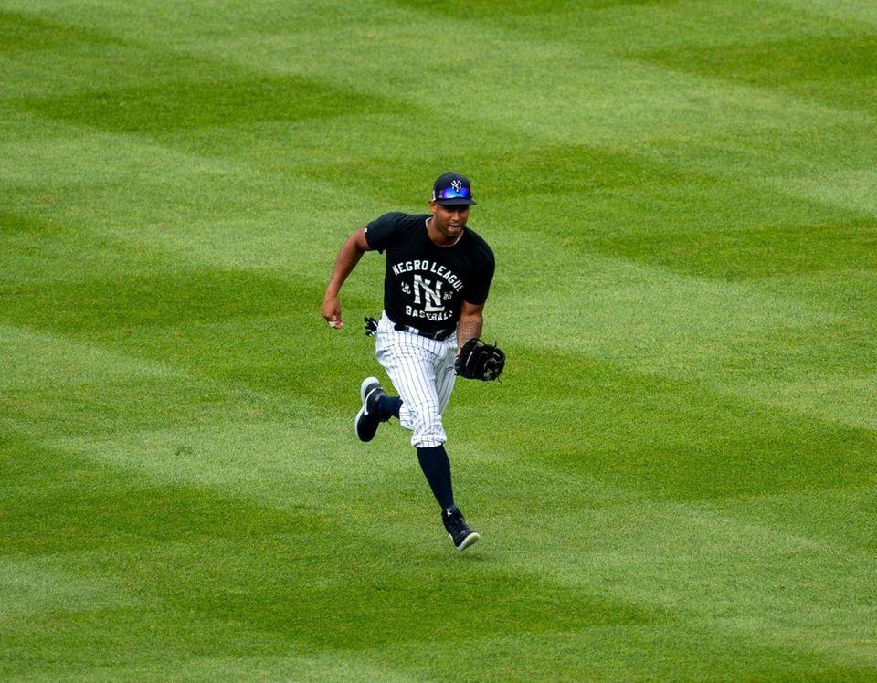 New York Yankees' Aaron Hicks fielding balls during