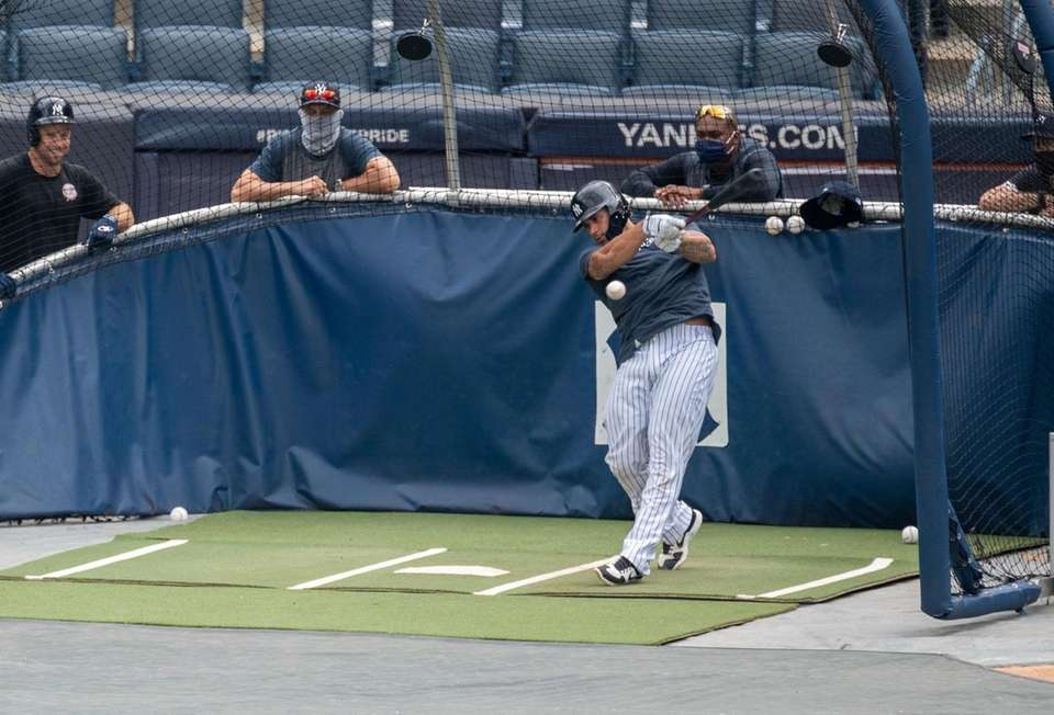 New York Yankees' Gary Sánchez during batting practice