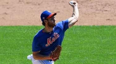 Mets starting pitcher Steven Matz delivers in a