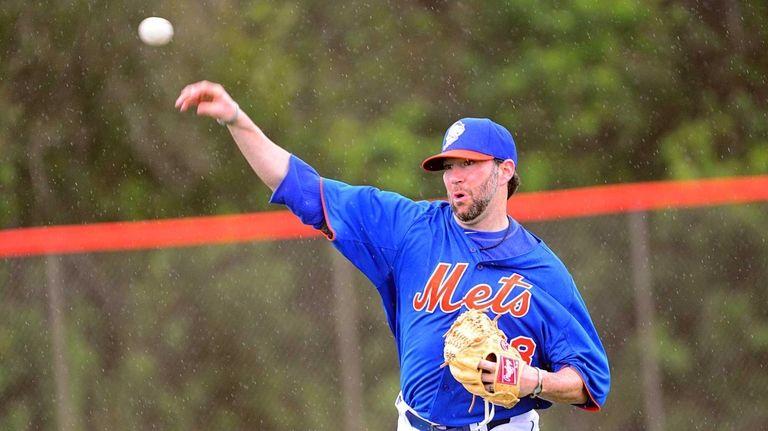 Mets pitcher Shaun Marcum plays catch during a