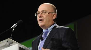 Steve Cohen speaks at the Robin Hood Veterans