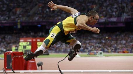 Oscar Pistorius starts in the men's 400-meter semifinal