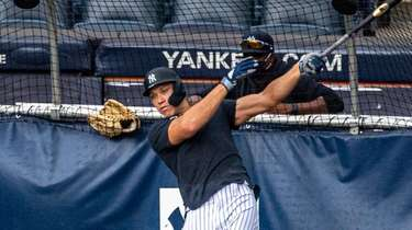 Yankees' Aaron Judge takes batting practice at Yankee