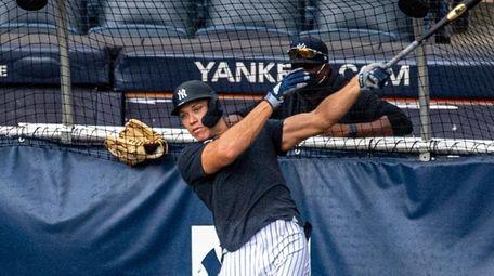 Yankees' Aaron Judge takes batting practice at Yankee