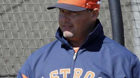 Houston Astros special instructor Roger Clemens gives pitcher