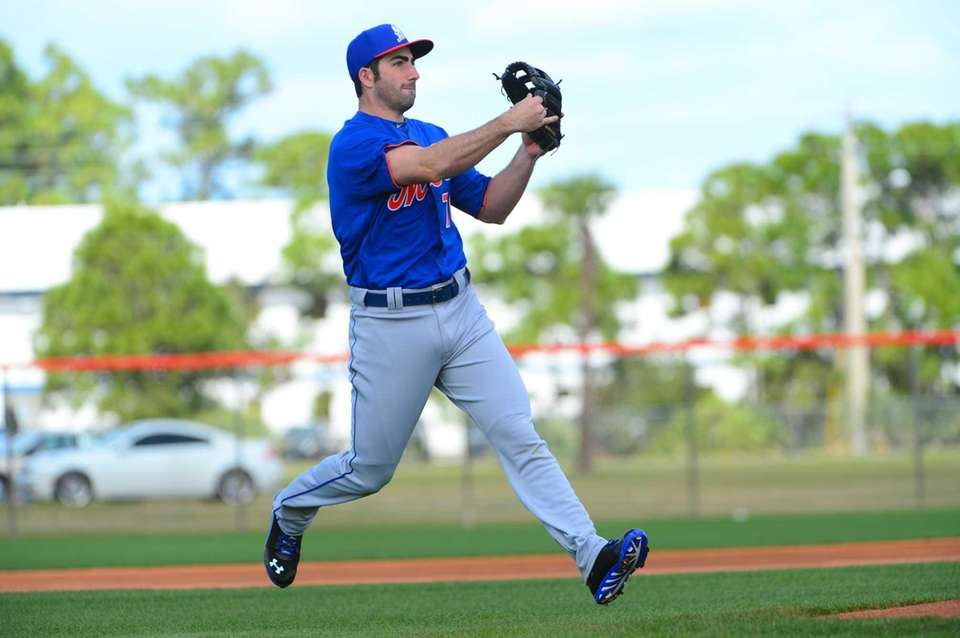 Mets infielder Josh Satin makes a throw on