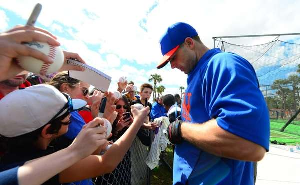 David Wright signs autographs for fans Monday at