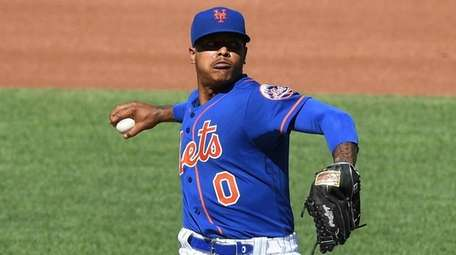 Mets starting pitcher Marcus Stroman delivers in a