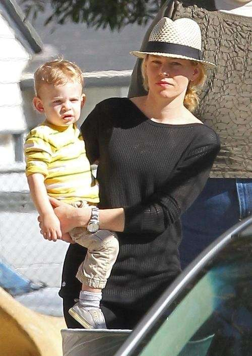Elizabeth Banks with her 2-year-old son, Felix, courtesy