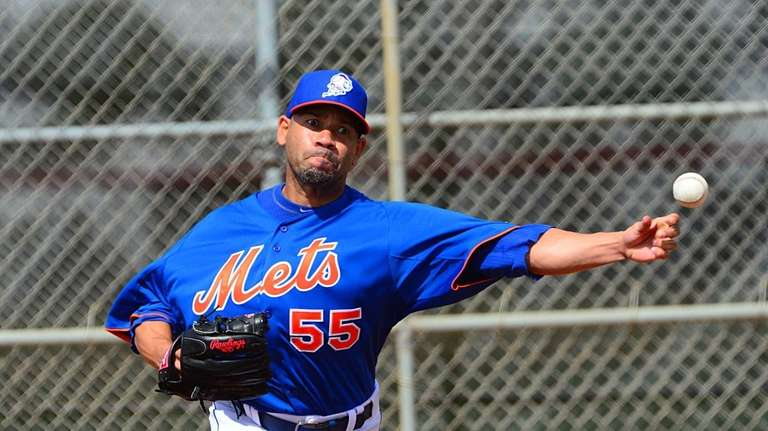 Mets pitcher Pedro Feliciano throws a bullpen session