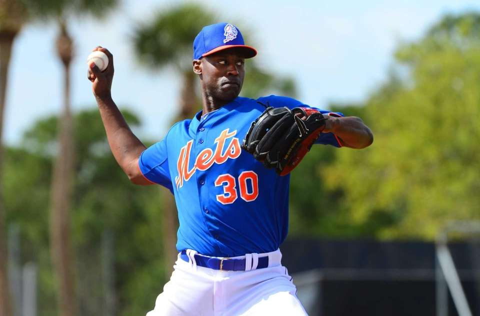 LaTroy Hawkins throws a live batting practice session